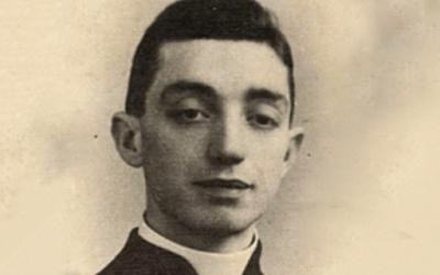 La historia del cura que salvó a una niña de la SS del partido Nazi.